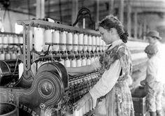 Spinner in Vivian Cotton Mills, Cherryville, N.C. (1908) - Photo: Lewis Hine