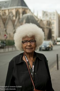 She is rockin' that afro!
