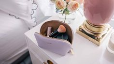 Are you thinking about what makeup essentials you are going to bring in your voyage? Here's a sneak peek of what you should have in your travel makeup bag!