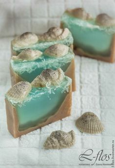 After massaging into your face to remove makeup and pollutants, use some cotton balls, or the warm face fabric to get rid of the excess oil. Homemade Bar, Homemade Facials, Homemade Scrub, Handmade Soap Recipes, Handmade Soaps, Natural Exfoliant, Cold Process Soap, Soap Molds, Home Made Soap