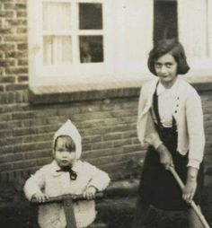 Anne with Inge Kurpershoek at Isa Cauvern-Monas home in Laren. Ab and Isa Cauvern were friends of the Franks. Isa worked for Otto in the office. Inge Kurpershoek was their niece. Anne Frank, Margot Frank, Marie Curie, Steve Jobs, Bergen, Einstein, Jewish History, Books, World History