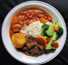 Mi almuerzo hoy agosto 10, 2012: Arroz blanco, habichuelas guisadas con bollitas de guineo. Carne guisada con papas y unos deliciosos vegetales mixtos. Estuvo deliciosa.    My lunch today August 10, 2012: White rice, beans cooked with bollitas. Beef stew with potatoes and mixed vegetables. It was delicious. #foodporn #puertoricanfood