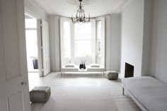 Axis Minimalist: Minimalist Dream: Bare and Pretty Living Room