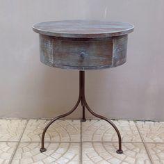 Uma mesa retrô repaginada, com técnica simples e linda – Além da Rua Atelier