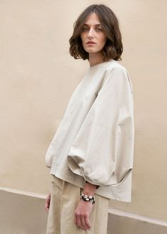 Beige Round Neck Top with Lantern Sleeves Pullover Shirt Round Neckline. Uneven Hem Slight A-Line Silhouette Sleeves Gathered at Pleated Cuff Teardrop Opening at Back w/Hook Closure Cotton, Poly, Nylon Length, Shoulder, Bust Dry Clean Imported Zara Fashion, Diy Fashion, Fashion News, Autumn Fashion, Fashion Outfits, Womens Fashion, Beige Outfit, Girly Outfits, Trendy Outfits