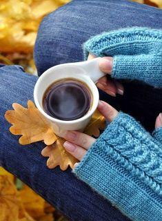 Good Morning Coffee, Coffee Break, Hot Coffee, Coffee Mugs, Blue Harvest, Tea And Books, Simple Pleasures, Tea Time, Latte