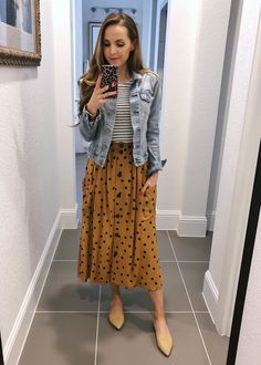 Mar 2020 - A denim jacket is a closet staple. I wear my constantly in the spring and fall! These are some great denim jacket outfit ideas, and some shopping options. Modest Fashion, Fashion Outfits, Apostolic Fashion, Modest Clothing, Apostolic Style, Modest Church Outfits, Fashion Shirts, 80s Fashion, Fashion Women