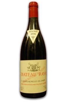 Château Rayas,Châteauneuf-du-Pape, Grenache, Mourvèdre, Syrah Structure : Complexe, Dense, Finesse, Long, Onctueux, Riche, Satinée,d'arôme : Chocolat, Epices, Fruits frais, Moka, Poivre, Réglisse,Situé sur un terroir sableux, aéré, rafraîchi par de petites pinèdes, Rayas possède une situation véritablement à part à Châteauneuf-du-Pape. Ce domaine extraordinaire doit largement sa réputation à Jacques Reynaud.