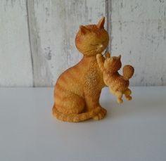 Dubout kattenbeeld rode poes speelt met kitten Happy Day, Dinosaur Stuffed Animal, Toys, Kitten, Animals, Activity Toys, Cute Kittens, Kitty, Animales