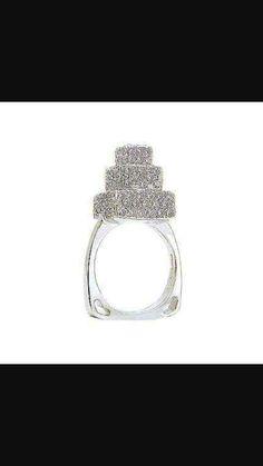 Love this pavé 3 tier cake ring!