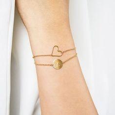 Pulseras personalizadas para mujer, originales y de calidad perfectas para regalar en cualquier ocasión. Las pulseras de moda que podrás personalizar con iniciales o con la frase que quieras son un regalo que hará mucha ilusión. Os presentamos las ultimas tendencias en pulseras y brazaletes para mujer.
