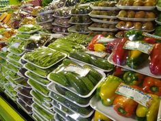 Fruit And Veg Shop, Fruit And Vegetable Storage, Vegetable Shop, Vegetable Packaging, Fruit Packaging, Easy Healthy Recipes, Easy Meals, Grape Vineyard, Fresh Market