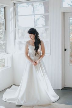My first time meeting Dave and Tanya in person was actually on their wedding day. Your Photos, Wedding Day, Wedding Dresses, Fashion, Weddings, Pi Day Wedding, Bride Dresses, Moda, Bridal Gowns