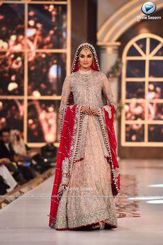Zainab Chottani Pakistani designer Pakistani Wedding Outfits, Bridal Outfits, Pakistani Dresses, Indian Dresses, Indian Outfits, Walima Dress, Bollywood Dress, Indian Bridal Fashion, Asian Bridal