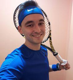 Dziś kolejny sparring z ojcem chrzestnym. Odrabiam straty z pojedynków gdy jeszcze nie miałem pojęcia o tym jak grać na punkty. Dziś 6:3 dla mnie.  Forma rośnie. Rośnie tez wydolność i poprawia sie zdrowie czyli najważniejsze.  #familyfitdoctor #tennisaddict #tennis #tennislove #tenniscourt #tenis #sporteveryday #fit #fitness #healthylifestyle #zdrowystylżycia #medycynastylużycia #ruszsię #ruszamsię #zdrowystylzycia #aktywnie #determinacja #ćpajsport #sport #motywacja #sporttozdrowie… Nursing Books, Rackets, Tennis Racket