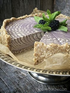 Vanilla Bean & Blackberry Zebra Cheesecake: turn food into art (high raw, vegan).