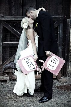 wedding photo idea, soo cute!