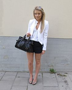 Really cute outfit.
