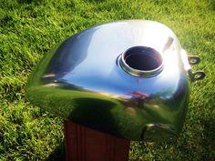 Compromise oldószeres króm hatású anyag.  A tényleges felület a bevonat után SUPER magas polírozású alumíniumra emlékeztet  A molekuláris léptékű fémes pigment csodálatos lefedettséget nyújt hiszen az alapanyag is valódi fém!  Széles körű felhasználások. Fa, fém, műanyag, üvegszál, stb  https://chromestylehungary.com/kromfestek