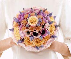 round bouquet, pink anemon, bridal bouquet, creativ bouquet, bouquet collect