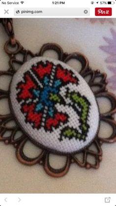 Cross Stitch Skull, Celtic Cross Stitch, Mini Cross Stitch, Wool Embroidery, Hand Embroidery Stitches, Cross Stitch Embroidery, Modern Cross Stitch Patterns, Counted Cross Stitch Patterns, Free Cross Stitch Charts