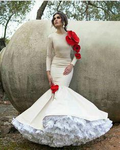 Glam Dresses, Lovely Dresses, Wedding Dresses, Flamenco Costume, Costume Dress, Flamenco Wedding, Mexico Dress, Gypsy Wedding, Vintage Inspired Fashion