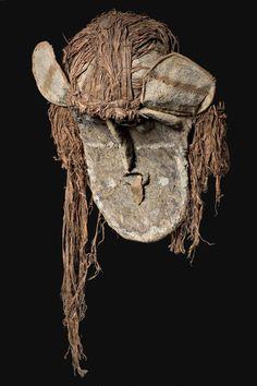 Maschere Ticunas per il rito della pubertà femminile, Bacino amazzonico, XIX secolo Tapa (fibra di corteccia), Musei Civici di Reggio Emilia