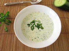 Cold cucumber yogurt soup with mint on a wood surface Healthy Eating Recipes, Healthy Snacks, Greek Dip, Strawberry Salsa, Cucumber Yogurt, Mole Sauce, Farro Salad, Lentil Stew, Baked Tofu