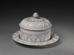 Butter pot with cover and stand | Josiah Wedgwood and Sons