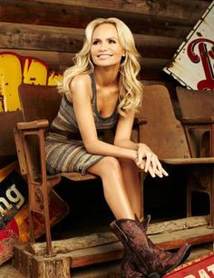 Dallas welcomed back pint-sized actress/singer Kristin Chenoweth with a sold-out show at the Winspear Opera House on Thursday night. Standing at just 4-foot-11, Chenoweth is small in stature but filled the theater with her big voice and an even bigger personality.