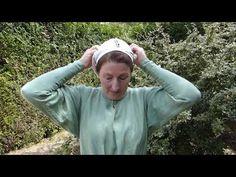 Porter la coiffe de Sainte Brigitte - Cité d'Antan - YouTube