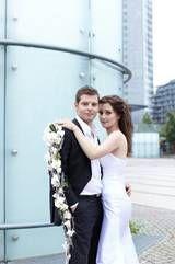 Der Brautstrauß ist lang und abfließend