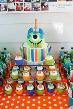 Actual birthday cake and cupcakes for Jax's birthday. (So others can use for inspiration.) :) Monster Party Theme #monsterparty