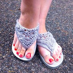 Flip flop upcycle...This up cycle makes ordinary flip -flops dressier.These are great!!!...free pattern ern on Ravelry!