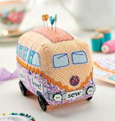 Campervan Pincushion Tutorial + Other DIY Pincushion Tutorials Sewing Tutorials, Sewing Hacks, Sewing Patterns, Sewing Kits, Fabric Crafts, Sewing Crafts, Pincushion Tutorial, Sewing Station, Craft Projects