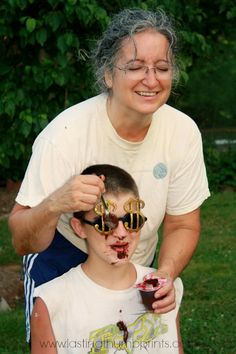 Family Fun: Messy Games! Youth Group Activities, Youth Games, Games For Teens, Youth Groups, Church Activities, Therapy Activities, Messy Party Games, Kids Party Games, Family Reunion Games