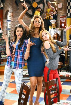 Tyra Banks with Bella thorne and Zendaya! OMG