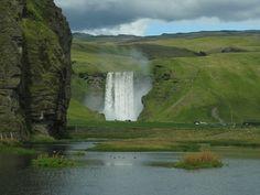 IJsland is natuur in de overtreffende trap. Een vast onderdeel van het landschap vormen de vele watervallen. Dit is mijn top 5 watervallen van IJsland. www.reishonger.nl/reistips/top-5-watervallen-ijsland/