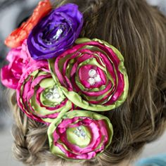 Flowers for spring!  Easy and fun to make.  Free pattern and video tutorial.