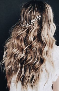 highlights + hair jewelry + balayage long curls | #hairideas