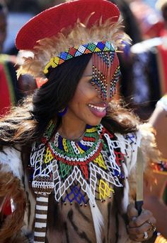 Clothing For Zulu Culture Zulu Traditional Attire, African Traditional Wedding Dress, Traditional Wedding Attire, Traditional Outfits, Traditional Decor, African Tribes, African Women, African Fashion, African Attire