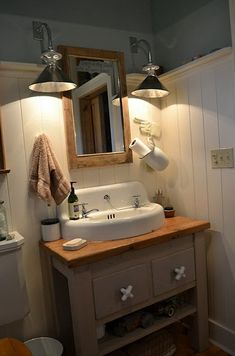 36 Inexpensive Farmhouse Bathroom Light Fixtures Ideas - DecoRelated 36 Inexpensive F Farmhouse Bathroom Light, Rustic Bathroom Lighting, Farmhouse Vanity, Bathroom Light Fixtures, Bathroom Styling, Bathroom Ideas, Farmhouse Style, Rustic Lighting, Bathroom Vanities