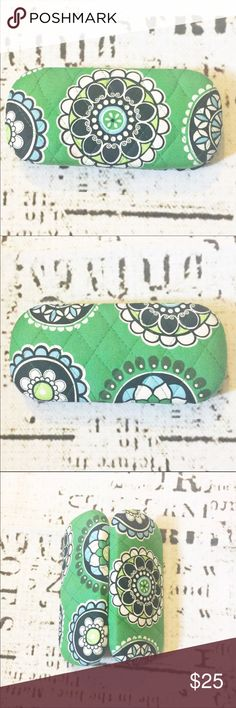 Vera Bradley Hardshell Green Cupcake Glasses Case Adorable hard shell eyeglass case by Vera Bradley. Quilted in true Vera style, pattern is Green Cupcake - retired! In excellent condition. Vera Bradley Accessories