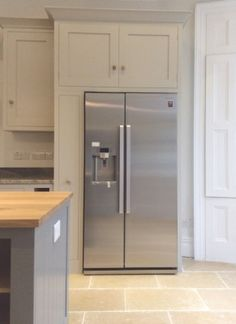 Shaker Kitchen with Freestanding Centre Island View across centre island to American fridge freezer American Fridge Freezer Built In, American Fridge Freezers, Freestanding Fridge, Refrigerator Cabinet, Open Plan Kitchen Diner, Kitchen Utilities, Kitchen Family Rooms, Shaker Kitchen, Kitchen Storage