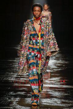 Missoni   Ready-to-Wear - Autumn 2018   Look 2 Missoni, Podium, Looks Street Style, Cardigan Pattern, Fashion Stylist, Colorful Fashion, Sweater Weather, Autumn Winter Fashion, Dress To Impress