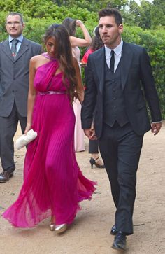 Lionel Messi y Antonella Roccuzzo Football Wags, God Of Football, Xavi Hernandez, Messi And Wife, Messi Messi, Antonella Roccuzzo, Celebs, Celebrities, Shakira