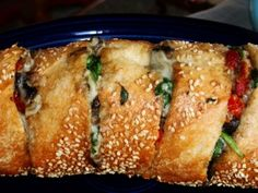 garlic stuffed bread appetizer 1 crusty baguette 2 cups fresh spinach pound mushrooms sliced cup sun-dried tomatoes chopped fresh garlic crushed to taste 1 cup mozzarella olive oil melted butter Healthy Recipes, Great Recipes, Cooking Recipes, Favorite Recipes, Healthy Breads, Easy Recipes, Garlic Bread, Tostadas, Love Food