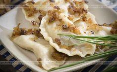 Pierogi syberyjskie Mashed Potatoes, Chicken, Meat, Ethnic Recipes, Food, Whipped Potatoes, Essen, Yemek, Buffalo Chicken