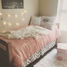 This pink dorm bedding creates such a cute dorm room! Cute Dorm Ideas, Cute Bedroom Ideas, College Dorm Bedding, College Dorm Rooms, Jugendschlafzimmer Designs, Teen Bedroom Designs, Cute Dorm Rooms, Pink Dorm Rooms, Dorm Life