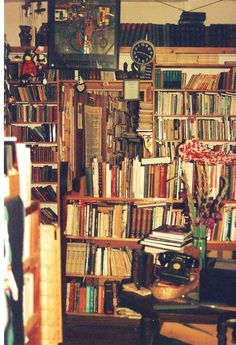 Bookshop in Lyme Regis Dorset, England Pile Of Books, I Love Books, Books To Read, My Books, John Fowles, Lyme Regis, Beautiful Library, Country House Hotels, Other Space